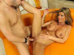 Big tits MILF Kristal Summers gets her clearly shaved pussy screwed
