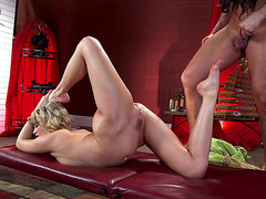 Acrobatic chick Mia Malkova fucked on the massage table