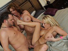 Alanah Rae and Deauxma fucking one lucky guy in threesome