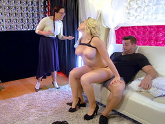 Sexy stripper Kagney Linn Karter fucks Ramon in front of his wife