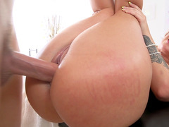 Jada Stevens raised her legs and gets pussy drilled