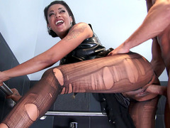 Dirty girl Skin Diamond has him fuck her cunt in the ladies room