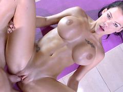 Fine figured Peta Jensen got her bald pussy destroyed