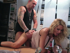 Juicy blonde Jessica Drake gets screwed on a table