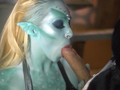 Sexy mutant Victoria Summers does a pretty sexy blowjob