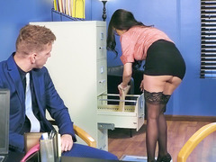 Raven Bay flashed buttplug under her skirt in the office