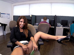 Colombian chick Isabella Taylor rubbing her clit at work