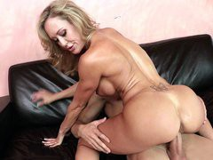 Tight-bodied MILF Brandi Love sits on his rod and rides
