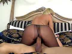Blonde cougar Mellanie Monroe bounces on his massive cock
