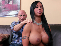 Sexy MILF Jewels Jade gets relaxing massage